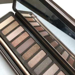 Urban Decay Naked2 eyeshadow palette (almost new)